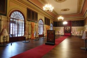 Los mantos que ya no están. Salón del trono del Palacio Arzobispal.