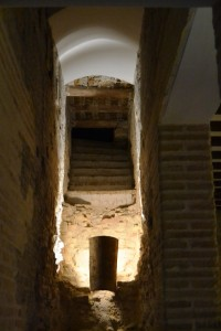 Escaleras de comunicación vertical, en el hueco intramuros.