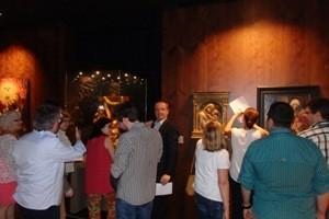 Ernesto Meléndez participando con el resto de compañeros de Casa de la Iglesia, en una visita-taller en el museo, para celebrar juntos el aniversario de Alma Mater Museum.
