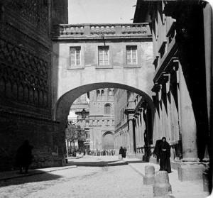 Arco del Arzobispo en las primeras décadas del siglo XX. Fuente: Zaragoza Ayer y Hoy.