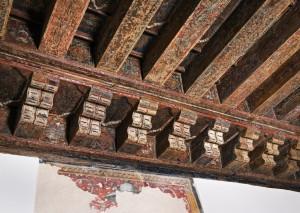 Alfarje que cubre una de las estancias del palacio arzobispal, construida a instancias del arzobispo don Lope Fernández de Luna.