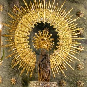 Talla de la Virgen del Pilar del siglo XV, por Juan de la Huerta, en la Basílica de Nuestra Señora del Pilar.