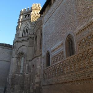 Imagen actual de los ábsides y de la fachada de la parroquieta de la Seo.